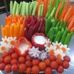 میزی جذاب با چیدمان خلاقانه سبزیجات