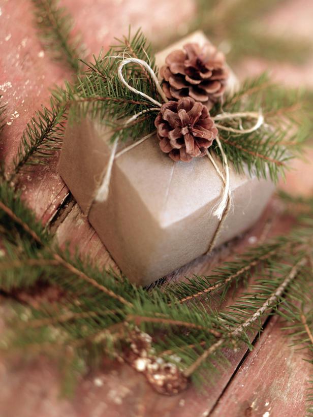 JI_pinecone-gift-wrap_s3x4_lg